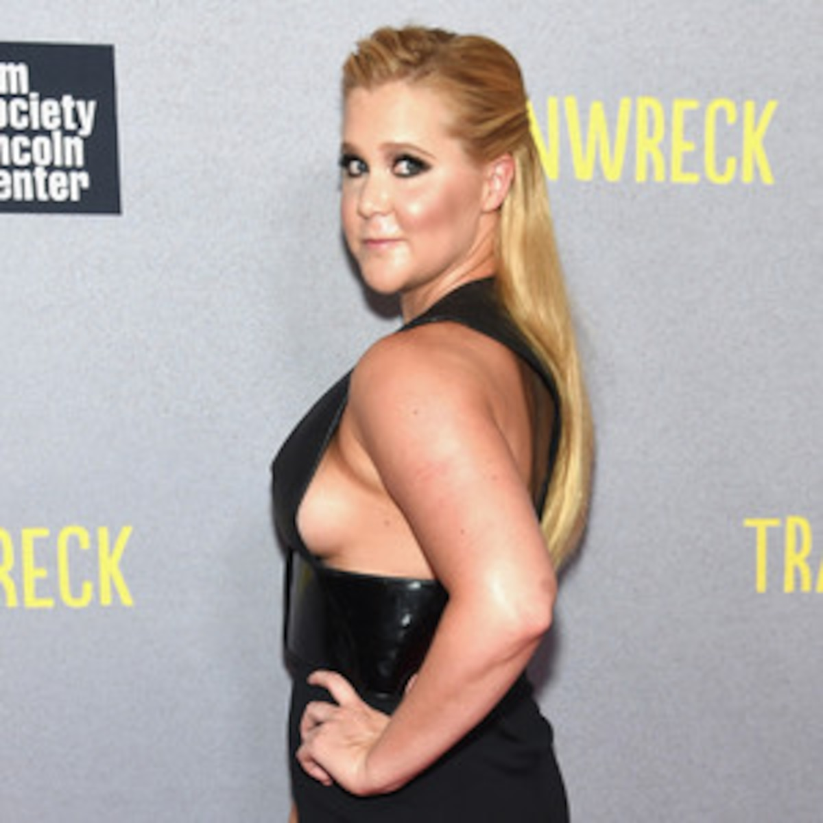 Amy Schumer Tit Pics amy schumer flashes sexy side boob at trainwreck premiere