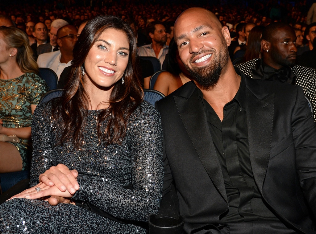 Hope Solo and Jerramy Stevens announce the birth of their twins