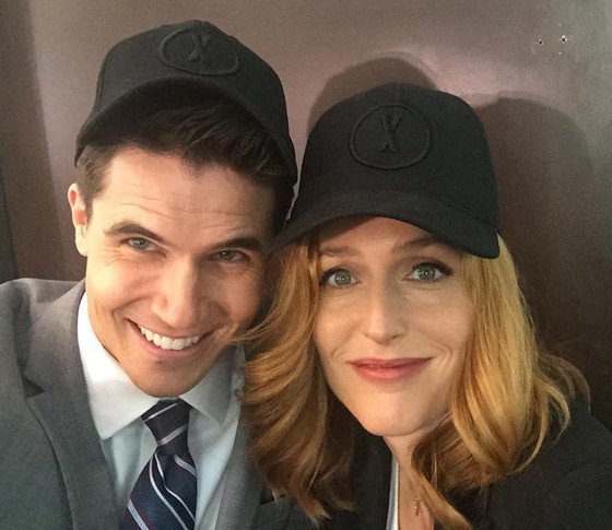Robbie Amell, Gillian Anderson