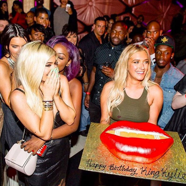 Kylie Jenners Birthday Cake Paid Tribute To Her Most Famous Body
