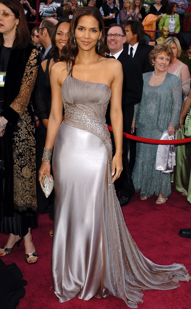 Oscar Win Gown from Halle Berry\'s Best Looks | E! News