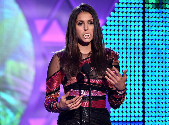 Nina Dobrev Dons Fangs At The Teen Choice Awards To Say Goodbye To