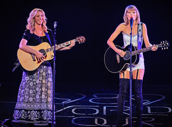 Lisa Kudrow, Taylor Swift, Smelly Cat