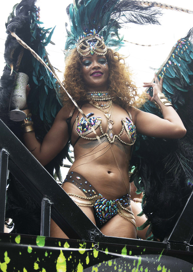 Rihanna Twerks And Shows Off Her Nearly Naked Bod While -1911