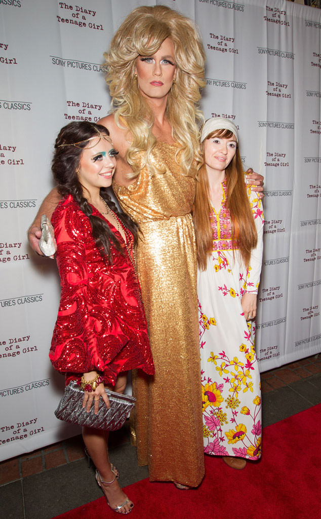 Alexander Skarsg 229 Rd Dresses In Drag And Walks The Red