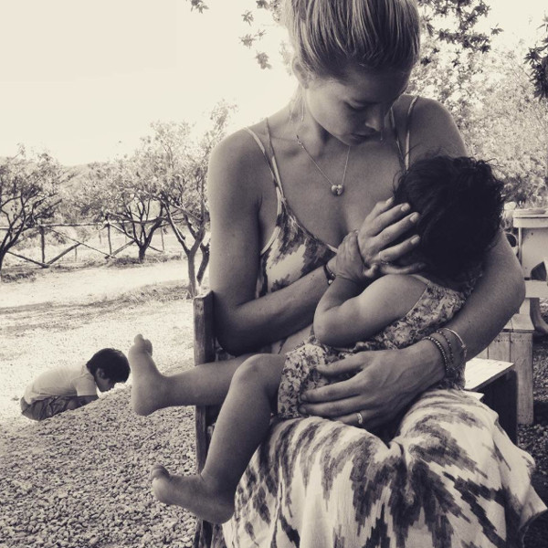 Doutzen Kroes, Breastfeeding, Instagram