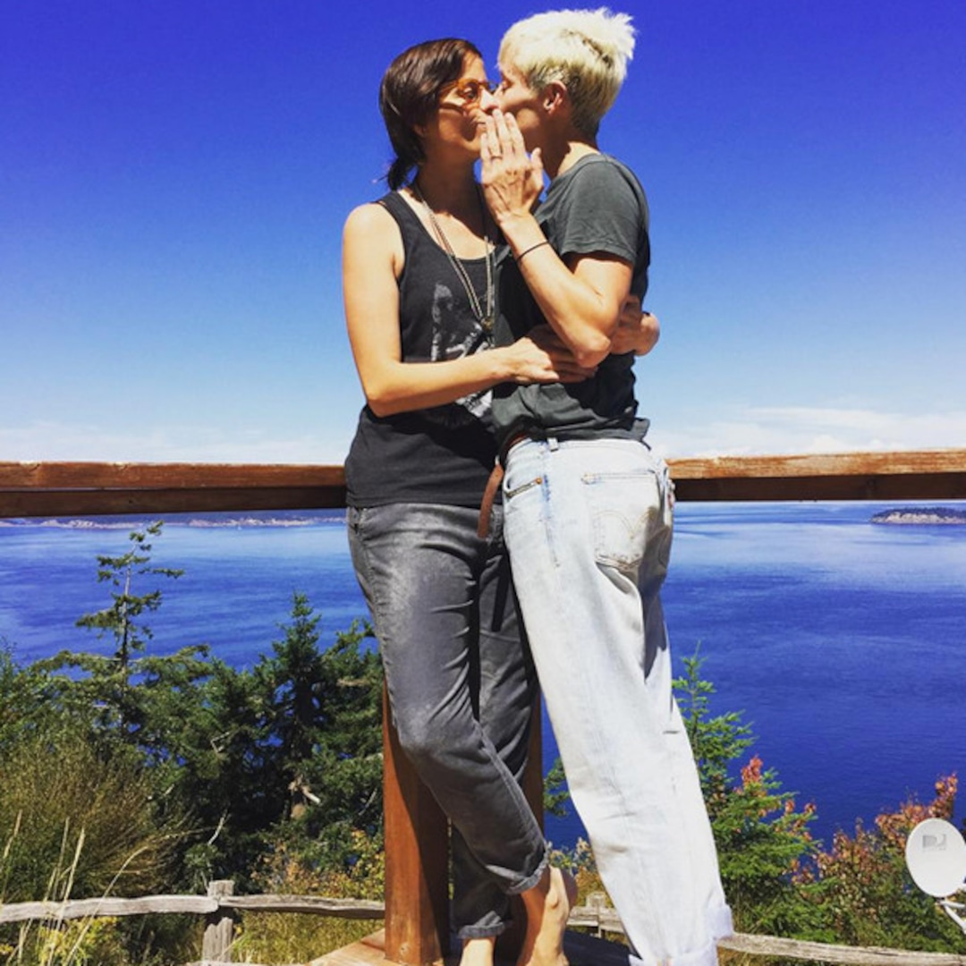 u s women s soccer star megan rapinoe is engaged e online u s women s soccer star megan rapinoe
