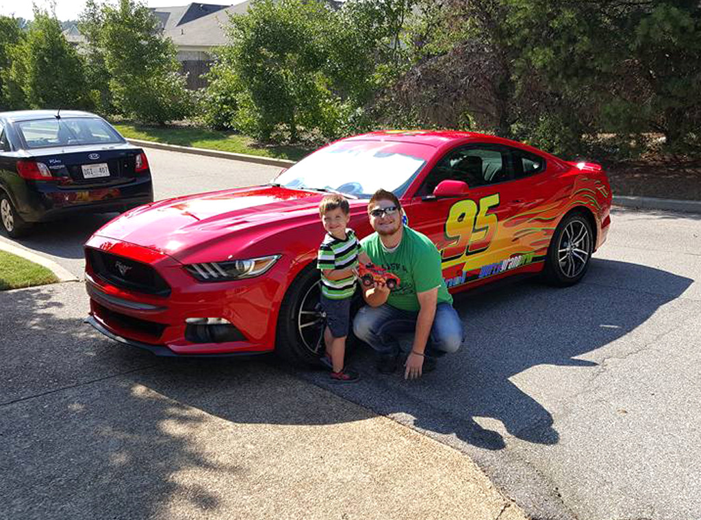single father surprises son with real life lightning mcqueen car see the 3 year old 39 s reaction. Black Bedroom Furniture Sets. Home Design Ideas