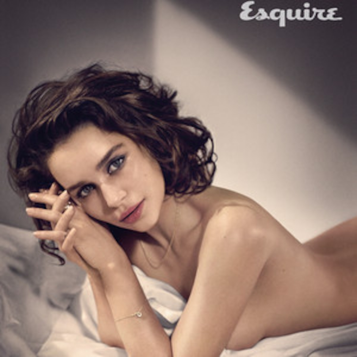 Emilia Clarke Crowned Esquires Sexiest Woman Alive E News France