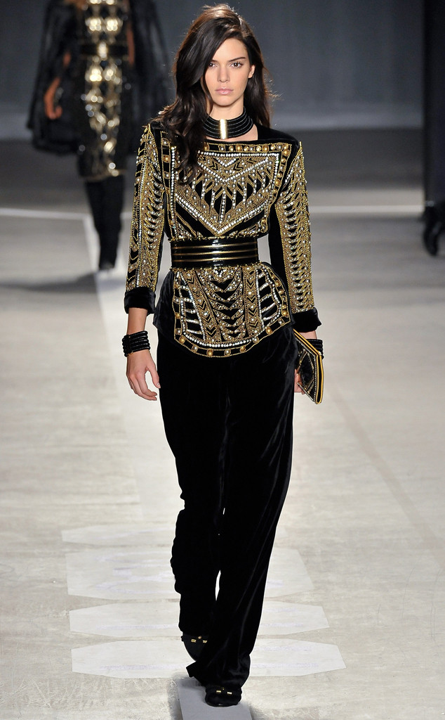 53484e70 Kendall Jenner Steals the Show at Balmain for H&M's Runway ...