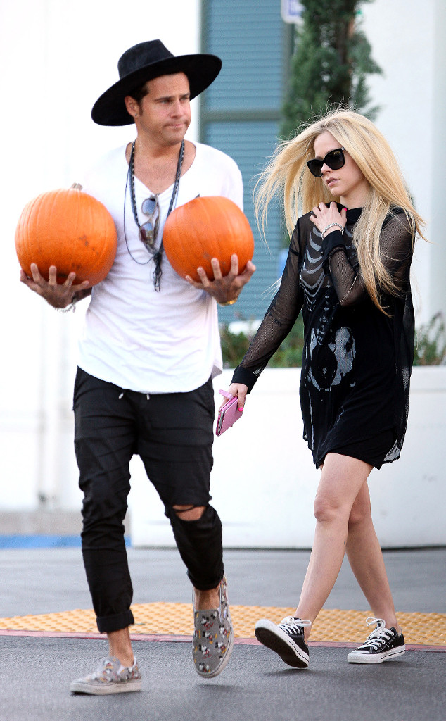 Avril Lavigne, Ryan Cabrera, EMBARGOED until 10/23/15 at 11:45 am PST