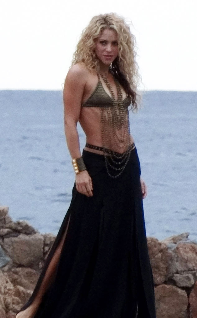 Shakira Bares Her Abs, Looks Perfectly Toned Just 8 Months After ...