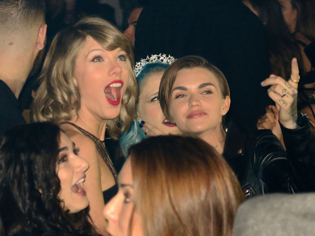 Taylor Swift Parties With Ruby Rose Whlle Calvin Harris Performs E Online