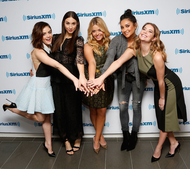 Lucy Hale, Troian Bellisario, Sasha Pieterse, Shay Mitchell, Ashley Benson