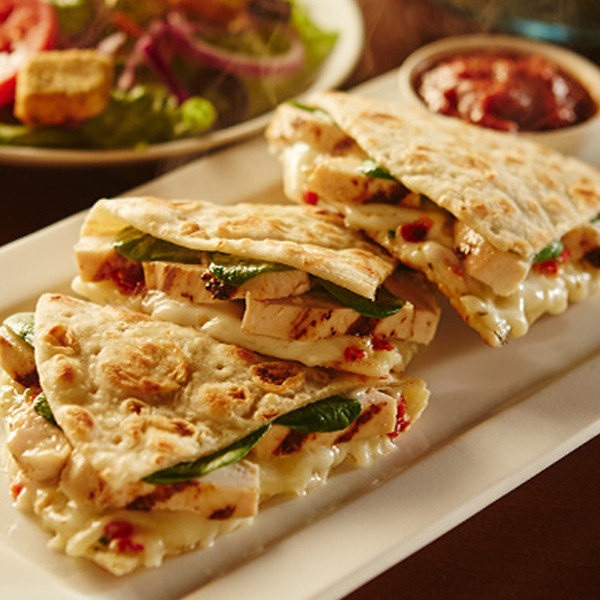 Olive Garden 39 S New Piadina Sandwich Tastes Like Taco Bell We Tried It E News