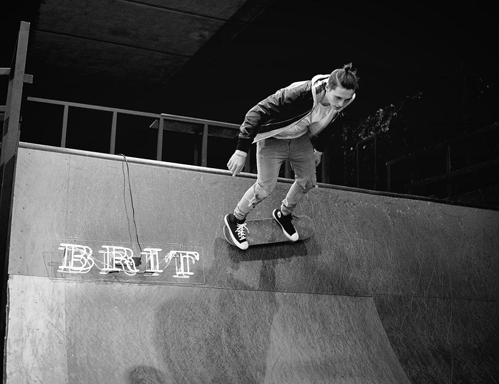 Brooklyn Beckham, Skateboard, Burberry