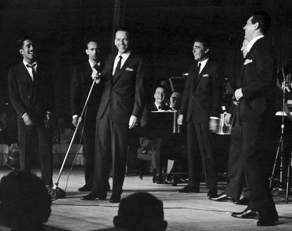 1958: Rat Pack Hijacks Hosting Duties