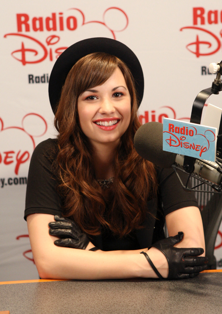 Demi Lovato Reveals Insecurity About Her Legs, Vows to Stop Self