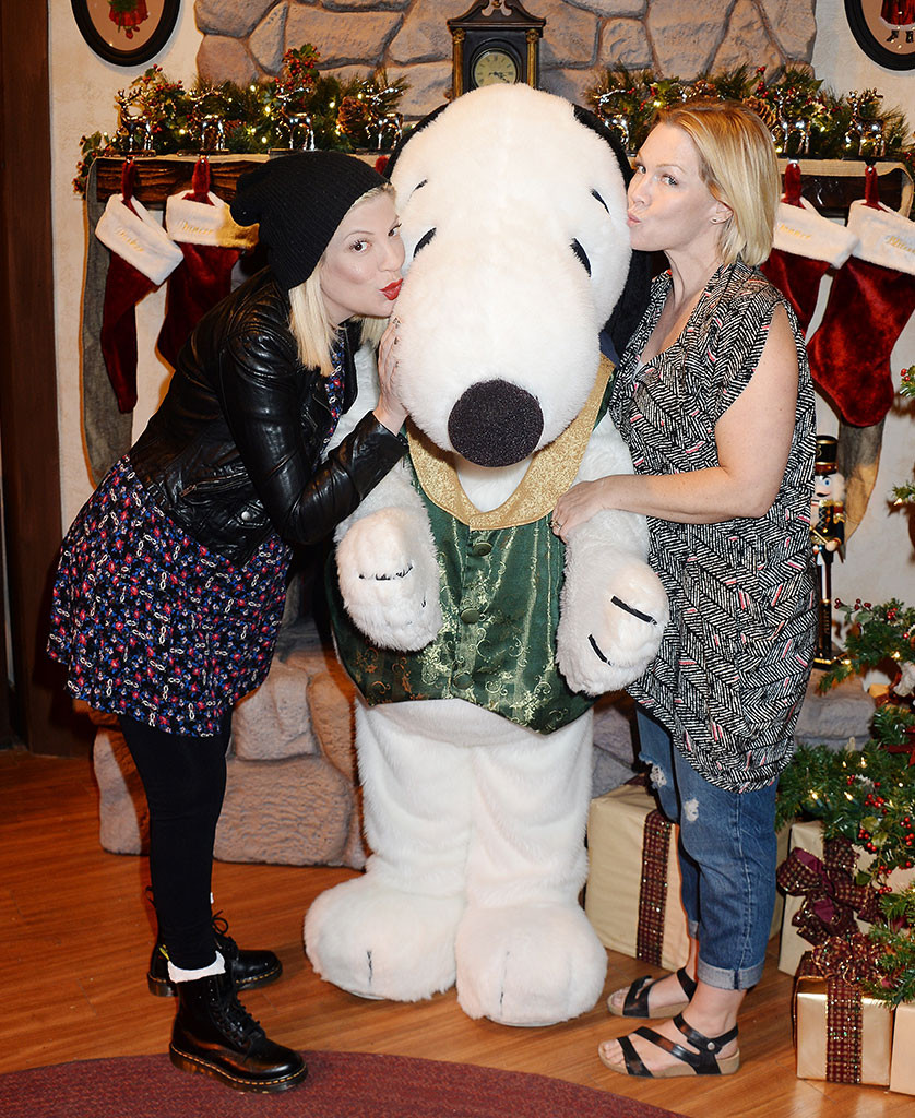 Tori Spelling, Jennie Garth, Knotts Berry Farm