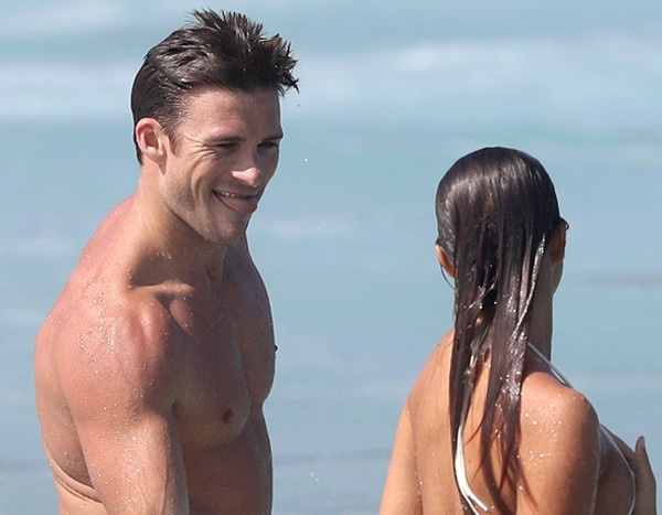 Scott Eastwood Teases Paparazzi For Making Him Look Like A