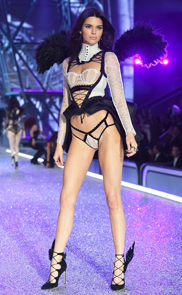 Kendall Jenner, 2016 Victoria's Secret Fashion Show