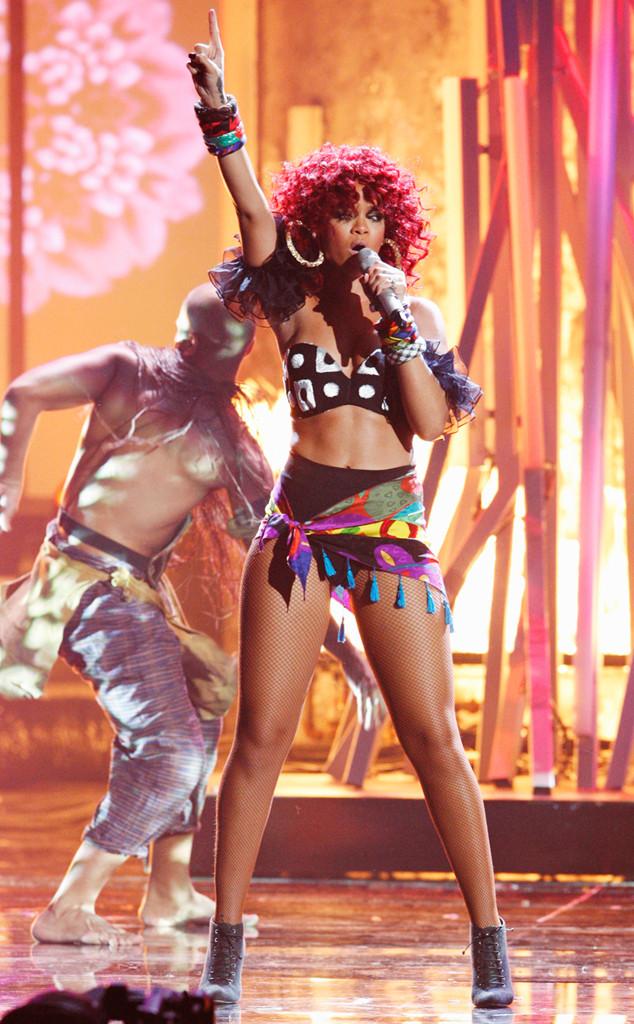 Rihanna, AMA Performances, 2010