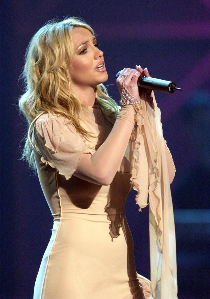 Britney Spears, AMA Performances, 2002