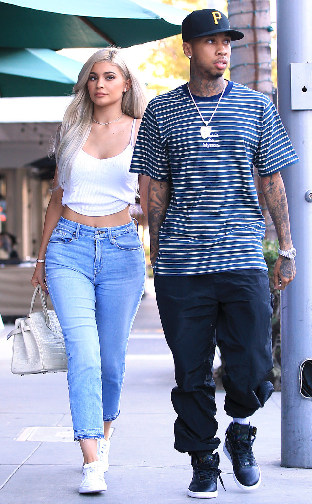 Kylie Jenner Reunites With Tyga On Night Out Amid Travis Scott Break E Online