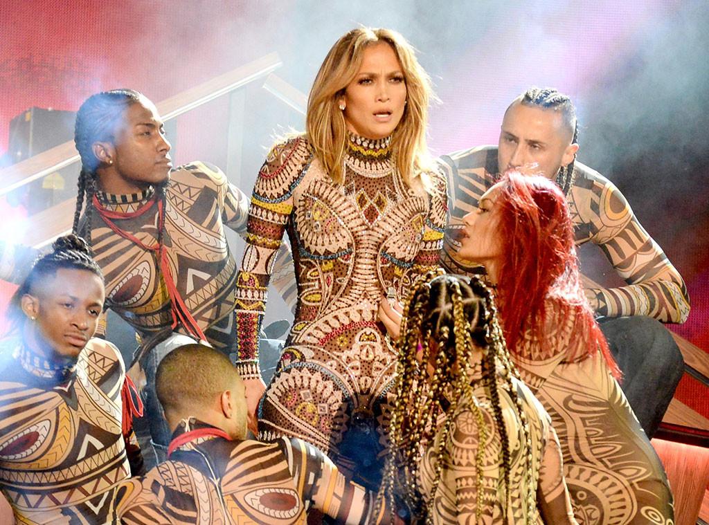 Jennifer Lopez, 2015 AMAs