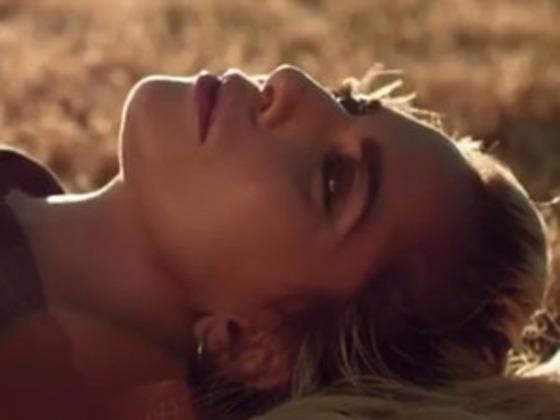 "Lady Gagas ""Million Reasons"" Video baut direkt auf ""Perfect Illusion"" auf"