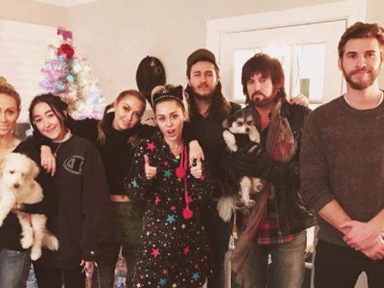 Liam Hemsworth feiert frühes Weihnachten mit Miley Cyrus und seiner Familie