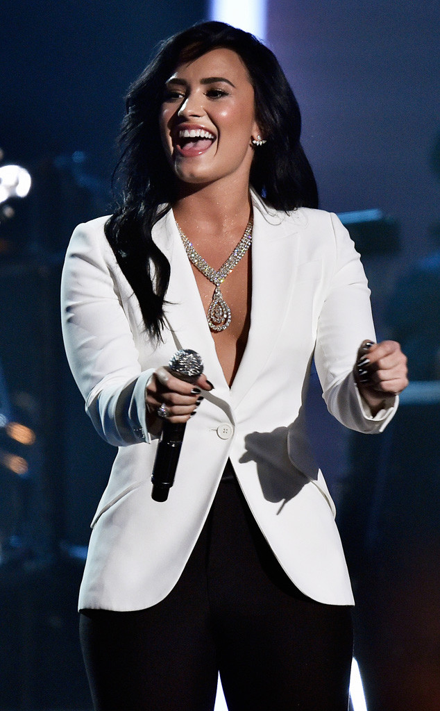 Demi Lovato, 2016 Grammy Awards, Show