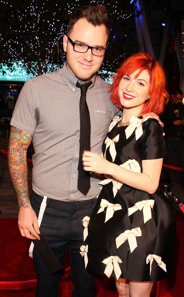 Hayley williams who is she dating