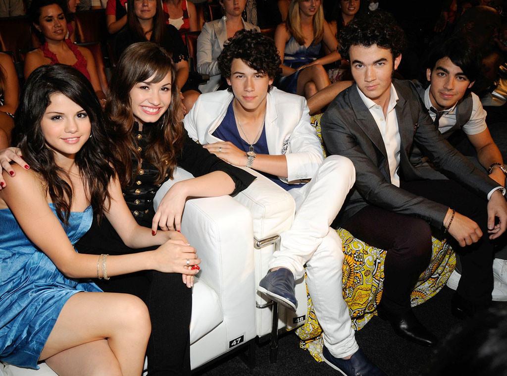 Selena Gomez, Demi Lovato, Nick Jonas, Joe Jonas, Kevin Jonas