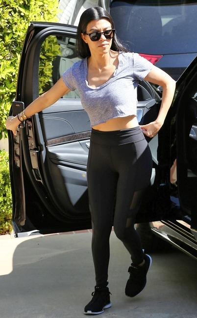 Kourtney Kardashian je na misiji, da je najbolj seksi mama Alive E novice-5518