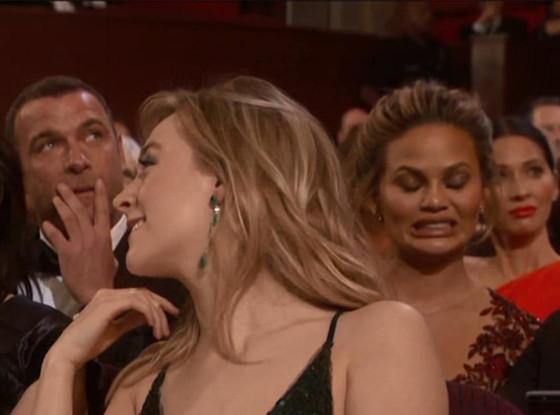 Chrissy Teigen, Olivia Munn, 2016 Oscars