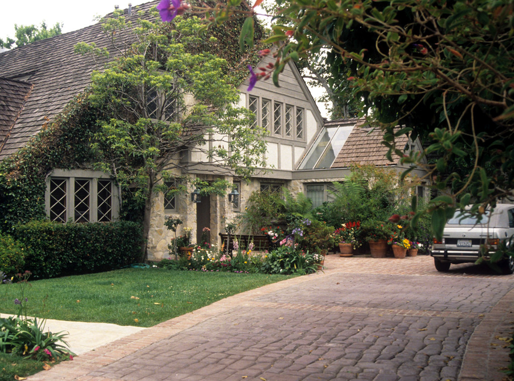 5 Things You Didn T Know About O J Simpson S Infamous Old House E Online