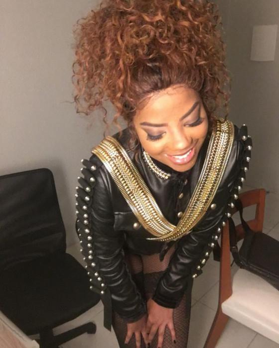Vizinha de Ludmilla grava vídeo reclamando de som alto na casa da cantora