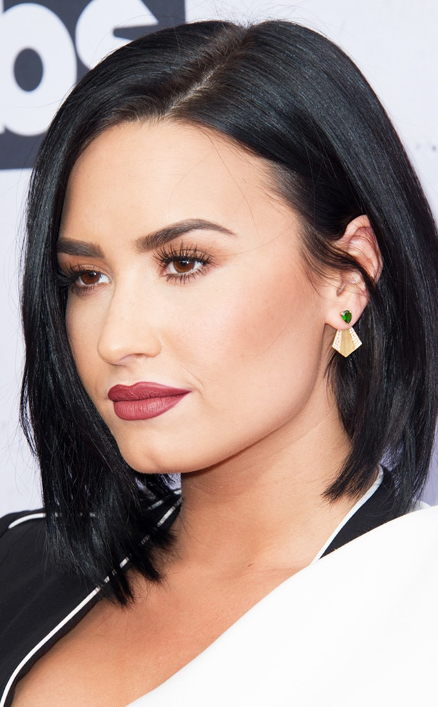 Demi Lovato From 90s Grunge Makeup Trends To Try E News - Grunge-makeup-90s