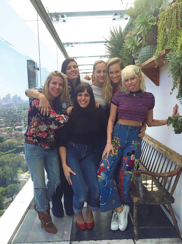 Miley Cyrus, Elsa Pataky, Friends
