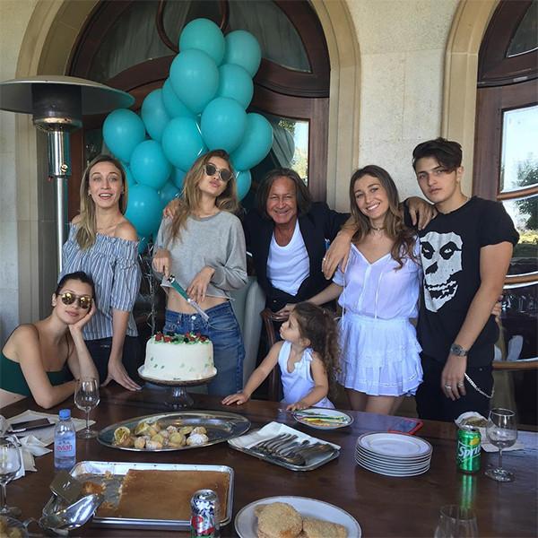 Gigi Hadid Celebrates 21st Birthday With Family and Mom ...