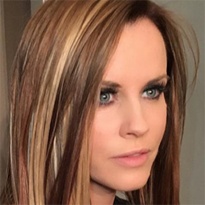 Jenny Mccarthy Is Now A Brunette And Takes Us Back To Early 00s