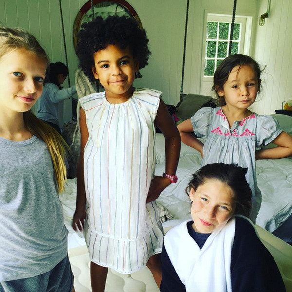 Bff Moms Bff Daughters Blue Ivy Has A Blast At Apple Martin S