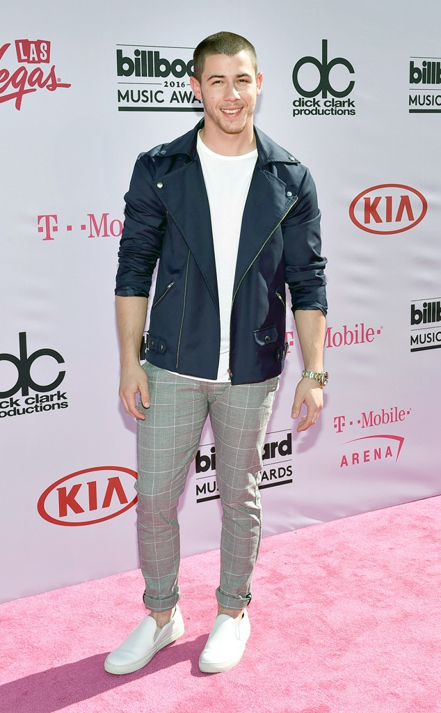 Nick Jonas, 2016 Billboard Music Awards