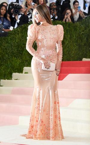 ESC: Style Transformation, Red Carpet: Beyonce, 2016