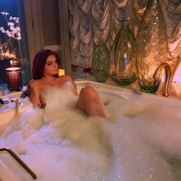 Ariel Winter, Bathtub