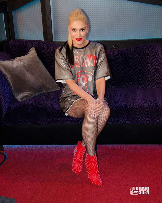 gwen stefani tears up while recalling her history of