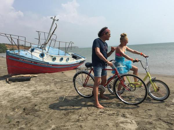 Shakira, Carlos Vives, La Bicicleta