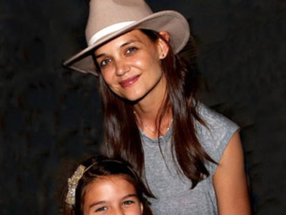 Kate Holmes strahlt an ihrem 38. Geburtstag mit Suri Cruise