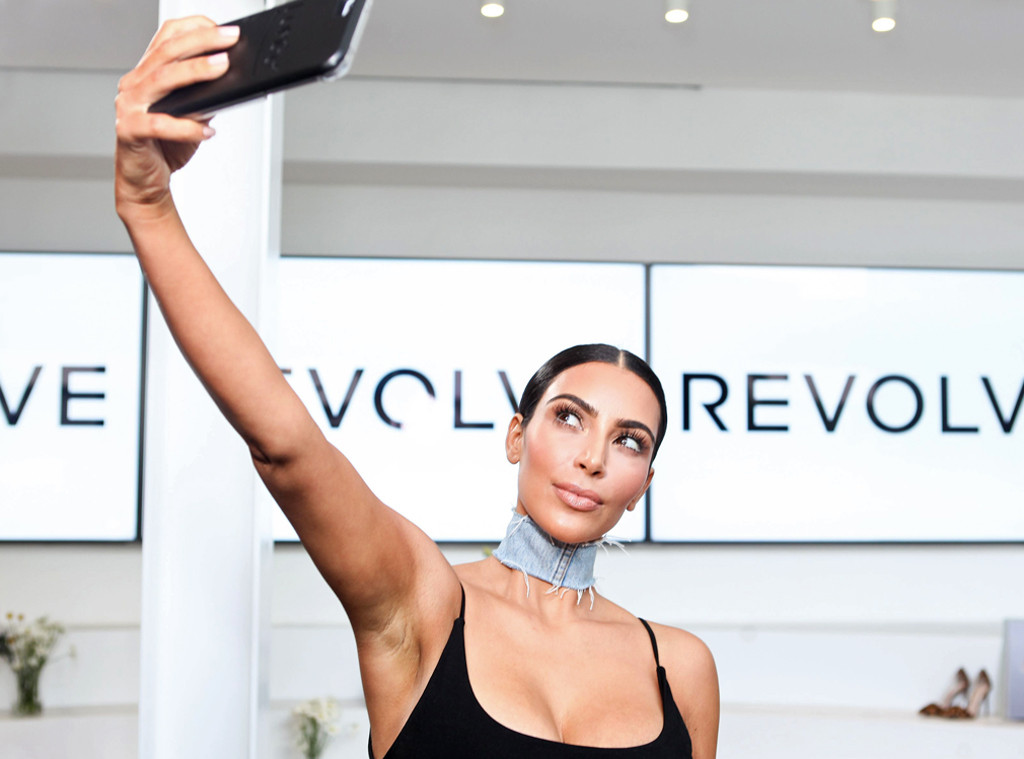 Kim Kardashian, Celebs taking Selfies